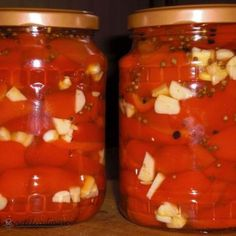 Gogosari Copti cu Usturoi Canning Pickles, Pickling Cucumbers, Yummy Food, Tasty, Pastry Cake, I Want To Eat, Canning Recipes, Diy Kitchen, Preserves