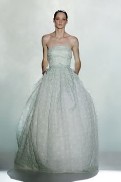 Pockets in a wedding dress!!! Total Fab!