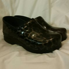 Dansko leopard print clogs So comfortable. Good shape. Really cute. dansko Shoes Mules & Clogs