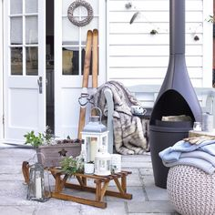 Ski-chalet-style garden - This area takes the outdoor social space into winter…with the help of an outdoor heater, plenty of faux-fur blankets, woven textures and flickering candles housed in glass lanterns. Romantic, super stylish and a little bit Hygge. Outdoor Spaces, Outdoor Living, Outdoor Patios, Blue Bathroom Decor, Small Gardens, Patio Gardens, Winter Garden, Patio Design, Terrazzo