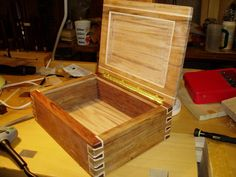 Awesome Hope Chest / Humidor / Jewelry box project. Click for DIY Instructions.