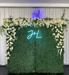 Eclectic Design, Reception Decorations, Floral Design, Neon Signs, Elegant, Luxury, Modern, Beautiful, Classy