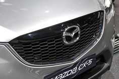 Красивый кроссовер Mazda CX-5 2013-го модельного года