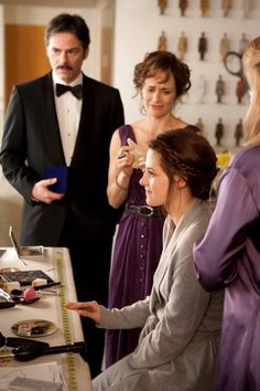 Bella's parents giving her the haircomb while shes getting ready on her wedding day in Breaking Dawn.