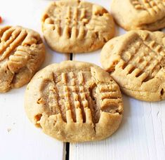 How to make the perfect soft and chewy peanut butter cookies. Tips and tricks for making the best peanut butter cookies. You will love this recipe! Homemade Peanut Butter Cookies, Best Peanut Butter, Peanut Butter Cookie Recipe, Creamy Peanut Butter, Nutter Butter, Dessert Simple, Cookies Et Biscuits, Chip Cookies, Cookies Soft