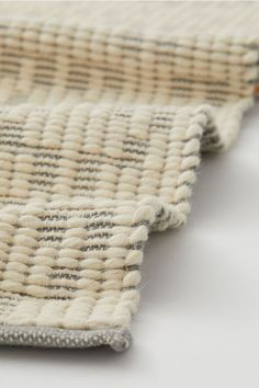 Rug in jacquard-weave wool-blend fabric with jute content. Professional Carpet Cleaning, H&m Gifts, Neutral Palette, Jute Rug, White Houses, Jacquard Weave, How To Clean Carpet, Home Living Room, Fiber Art