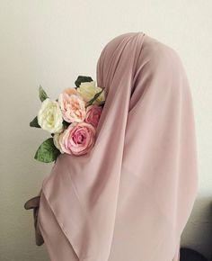 Sources of Islam - Path to Happiness Hijab Mode, Hijab Niqab, Muslim Hijab, Muslim Dress, Hijab Chic, Beautiful Muslim Women, Beautiful Hijab, Hijabi Girl, Girl Hijab
