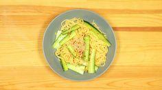 Mit leichter Asia-Würze: Bei dieser Hitze kannst du gut diesen Pasta-Gurken-Salat essen - Lifestyle - Bild.de