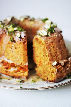 Super einfacher, super saftiger Karottenkuchen! Glutenfrei mit Nüssen, Äpfeln und ganz viel Liebe (: