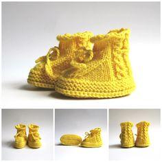 Babyschuhe handgestrickt (Werbung) Neues Design für meine Babyschuh-Produktion. 🧶 Diesmal mit Zopf-Lochmuster. Die Schühchen gibt es auch gerne in Eurer Wunschfarbe. Besucht mein Shöppchen. 👉 NETTE auf @palundu Baby Shoes, Kids, Clothes, Design, Fashion, Hot Pink Fashion, Creative Products, Pigtail, Knitting And Crocheting