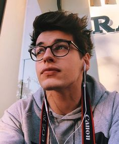 Find images and videos about boy and blake steven on We Heart It - the app to get lost in what you love. Beautiful Boys, Pretty Boys, Tumbrl Boy, Fotos Tumblr Boy, Boys Glasses, Cute Guys With Glasses, Blake Steven, Wattpad, Before Us