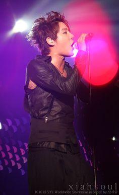 Junsu, who ripped your shirt?