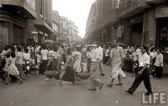 ถนนเยาวพานิช เยื้องกับซอยแปลงนาม เยาวราช กรุงเทพมหานคร ถ่ายเมื่อปีค.ศ.1950 (พ.ศ.๒๔๙๓)