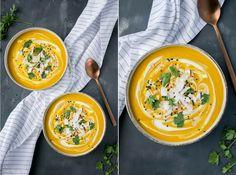 Deze zoete aardappel soep met wortel en pinda heeft een Aziatisch randje en is echt heerlijk als lunch of avondeten. Hij is verwarmend, vullend en lekker.