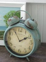 a vintage blue alarm clock.... be still my heart!