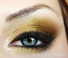 Gold makeup Fall trend For you blue eyed gals out there, try using shades of gold, brown, cranberry and bronze. It will make your eyes look as blue as the Mediterranean Sea. Blue Eye Color, Color Pop, Eye Colors, Colours, Beauty Makeup, Hair Makeup, Hair Beauty, Beauty Stuff, Makeup Stuff