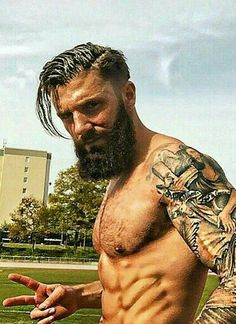 Here are 5 products that will help you grow out a fuller and healthier beard. Have a look at 5 Products To Enhance Beard Growth. Bart Tattoo, Sexy Bart, Great Beards, Poses References, Beard Growth, Inked Men, Hair And Beard Styles, Facial Hair