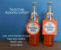 """You are Fanta-stic. Nodig: Fanta flesje, Label, Computer, Kleurenprinter, Lintje. Werkwijze: Maak op de computer een leuke label met de tekst """"You are Fanta-stic!"""" Print deze en knip de labels uit. Hang de label met een lintje om het flesje en klaar is je traktatie"""