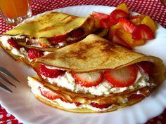 Afrykańskie naleśniki z mascarpone i truskawkami Polish Desserts, Polish Recipes, Yogurt Pancakes, Banana Pudding Recipes, Breakfast Plate, Good Food, Yummy Food, Crepe Recipes, Cooking Recipes