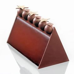 Noël 2013 - Bûche Lima - Carette. Bavarois au chocolat Illanka, crémeux vanille noisette, croustillant au sésame et biscuit brownies chocolat.