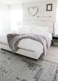 Check Out 37 Impressive White Bedroom Design Ideas. White is a Royal color – it's the color of purity and beauty. A white bedroom looks relaxing, inviting and calm, it's like sleeping on a cloud. Dream Rooms, Dream Bedroom, Girls Bedroom, Couple Bedroom, Bedroom Ideas For Couples Master, Pretty Bedroom, Farmhouse Master Bedroom, Bedroom Inspo, Design Bedroom