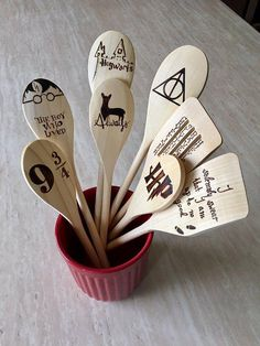Bewitching Harry Potter Gifts for Fans of All Ages 20 Best Harry Pott. Bewitching Harry Potter Gifts for Fans of All Ages 20 Best Harry Potter Gift Ideas for Her - Unique Present f. Colar Do Harry Potter, Décoration Harry Potter, Harry Potter Houses, Harry Potter Birthday, Harry Harry, Harry Potter Things, Harry Potter Crafts Diy, Harry Potter Merchandise, Harry Potter Navidad