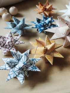jurianne matter: free downloadable prints for danish paper stars! Nice patterned paper.. Print both sides of each sheet and cut strips. You could use ribbon or Christmas paper but most wrapping paper is plain white on one side so half the star will end up white..