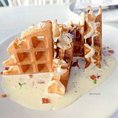 Waffle Carbonara (225 baht)  ครั้งที่แล้วมาทานของของหวาน ครั้งนี้เลยเข้ามาลองของคาวดูบ้าง ปรากฏว่าอร่อยดีค่ะ ใช้วาฟเฟิสแทนเส้นสปาเกตตี้  ติดตรงตัวซอสคาโบนารายังไม่ค่อยหอมชีสเท่าไหร่ค่ะ #enfoodgallery #enfoodgalleryxsukhumvit #hashmeofficial ------------------------------------------------------------ Hashme, Community Mall 9:53, Thonglor 9