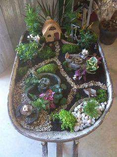 Amazing DIY Mini Fairy Garden for Miniature Landscaping 47 - Decoration Fireplace Garden art ideas Home accessories Indoor Fairy Gardens, Mini Fairy Garden, Fairy Garden Houses, Gnome Garden, Miniature Fairy Gardens, Fairy Gardening, Organic Gardening, Container Gardening, Wheelbarrow Garden