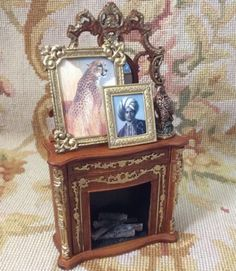 Fireplace with Pictures Statue Logs 1:12 Dollhouse Miniature