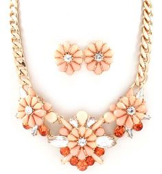 Trista Necklace Set in Soft Nectar