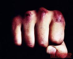 В Крыму орудует безжалостная банда http://ruinformer.com/page/v-krymu-oruduet-bezzhalostnaja-banda  29 сентября стало известно, что в Симферополе орудует подростковая банда, избивающая прохожих. Об этом рассказала одна из жертв нападения.По её словам, в субботу 24 сентября примерно в 23 часа на ул. Мате Залки на неё вместе с мужем и родственницей с супругом напала банда подростков. Потерпевшая отметила, что их было двенадцать человек, все они были в масках и без оружия.Злоумышленники…