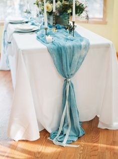Gorgeous table: http://www.stylemepretty.com/2015/03/01/midwest-snowy-bridal-session/ | Photography: Jake Anderson - http://jakeandersonphoto.com/