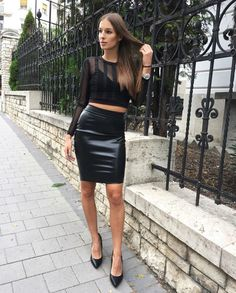 Inspiring pictures with black pencil skirts outfits. Tips about how to wear some voguish black pencil skirt outfits. How to style a black pencil skirt. Black Pencil Skirt Outfit, Tight Pencil Skirt, Satin Pencil Skirt, Black Leather Pencil Skirt, Pencil Skirt Casual, Pencil Skirt Outfits, Pencil Skirts, Selena, All Jeans