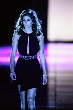 Versace Fall 1991 Ready-to-Wear Fashion Show - Cindy Crawford