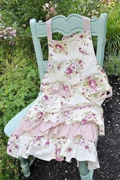 Pretty Apron from Flirty Aprons Flirty Aprons, Cute Aprons, Retro Apron, Aprons Vintage, Pink Apron, Victorian Aprons, Sewing Crafts, Sewing Projects, Sewing Tips