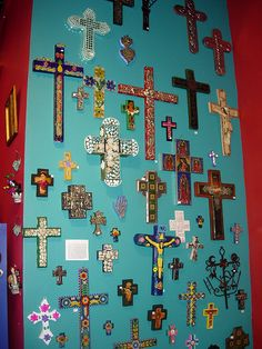 Love the turquoise colorful wall of crosses and Milagros Mosaic Crosses, Wall Crosses, Crosses Decor, Religious Icons, Religious Art, Old Rugged Cross, Cross Art, Cross Crafts, Mexican Folk Art