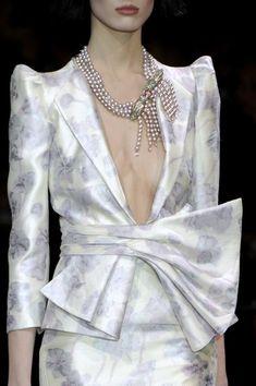 Armani Privé Fashion Designer, Emporio Armani, Armani Privé, Fashion Details, Love Fashion, High Fashion, Italian Fashion, Runway Fashion, Fashion Beauty