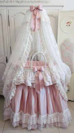 Perfect for a little baby girl ~ Vintage Bassinet  ♥ #shabbychic