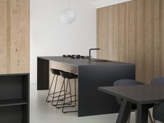 modern interior 9 Amsterdam garage turns into a light-flooded . - Home Interior Design Kitchen Benches, Kitchen Stools, Kitchen Island, Nice Kitchen, Loft Kitchen, Beautiful Kitchen, Apartment Kitchen, Kitchen Living, Kitchen Ideas