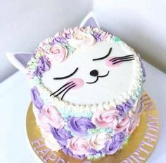 Monday Meow Meow 🐱🐱 I can't resist to share this cutest kitty with you, who is cat lover too? 😍 Cute cat cake by the talented Pretty Cakes, Cute Cakes, Bolo Kitty, Fete Audrey, Kitten Cake, Birthday Cake For Cat, Little Girl Birthday Cakes, Little Girl Cakes, Birthday Ideas