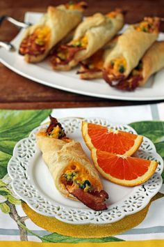 These 5 ingredient Bacon Egg and Cheese Breakfast Pastries taste like a meal from a café, but so easy! Just 159 calories or 5 Weight Watchers SmartPoints. Weight Watchers Breakfast, Weight Watchers Meals, Ww Recipes, Cooking Recipes, Healthy Recipes, Breakfast Pastries, Breakfast Recipes, Breakfast Ideas, Bacon Egg And Cheese