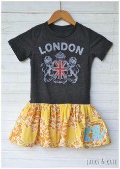 Tshirt Dress Tutorial - Sew your own tshirt dress for kids Tshirt Dress Pattern, Simple Dress Pattern, Toddler Girl Outfits, Toddler Dress, Kids Outfits, Shirt Dress Tutorials, Sewing Ideas, Sewing Projects, Sewing Crafts