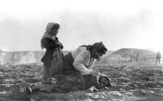 """On a day like today the Armenian Genocide April began in the Ottoman Empire and resulted in the death of million people. An Armenian woman kneeling beside a dead child in a field """"within sight of help and safety at Aleppo. 24 Avril, Empire Ottoman, Ottoman Turks, Christian Girls, Aleppo, Islamic World, Karl Marx, World War I, Syria"""