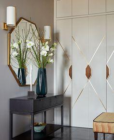 Гардеробная — отдельная комната или большой встроенный шкаф во всю стену — разгружает квартиру. Без гардеробных настоящего порядка в доме не добиться. Какие решения сегодня популярны у ведущих дизайнеров и архитекторов?