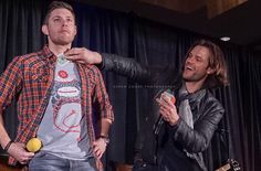 @jarpad showing appreciation for @JensenAckles #SFCon2015 #supernatural #sfcon #PRICELESS