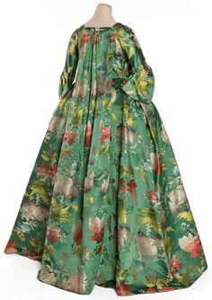 Robe volante, France, vers 1735 Lampas fond satin, liseré, latté Coll. UFAC, achat, 1959 Inv. 59-31-1 © Les Arts Décoratifs, Paris / photo : Jean Tholance