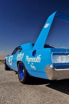 1970 Plymouth Road-Runner Superbird - Richard Pettys Claim to fame. Plymouth Superbird, Plymouth Cars, Hot Rods, Dodge Daytona, Us Cars, Race Cars, Vintage Race Car, Sweet Cars, Motosport