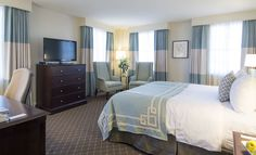 Hotel Guestroom - The Mills House Wyndham Grand Hotel