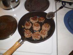 Nämä ovat oikeasti mummon lihapullia. Mummoni teki juuri tällä reseptillä maailman parhaita lihapullia. Salaisuus on mausteissa: maustepippuri, suola ja sipuli ei mitään muuta! Sokeriton. Reseptiä katsottu 915854 kertaa. Reseptin tekijä: Latwis81. Wine Recipes, Cooking Recipes, Scandinavian Food, Mashed Potatoes, At Least, Food And Drink, Yummy Food, Salad, Lunch